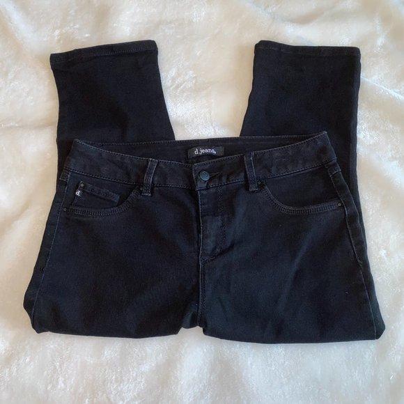 D. Jeans black capri jeans 10